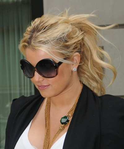 Jessica Simpson in gold bead necklace