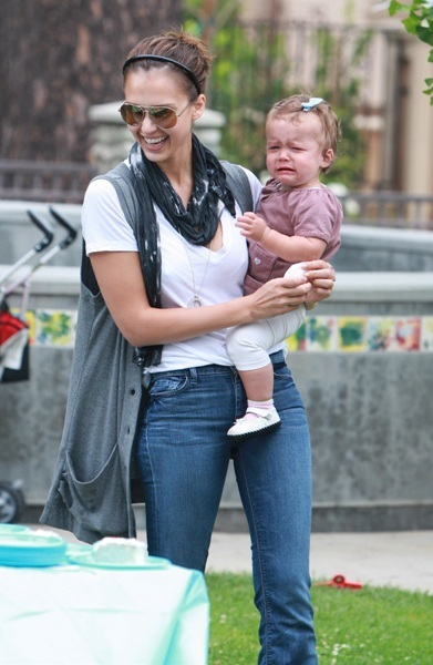Jessica Alba comforts her crying daughter