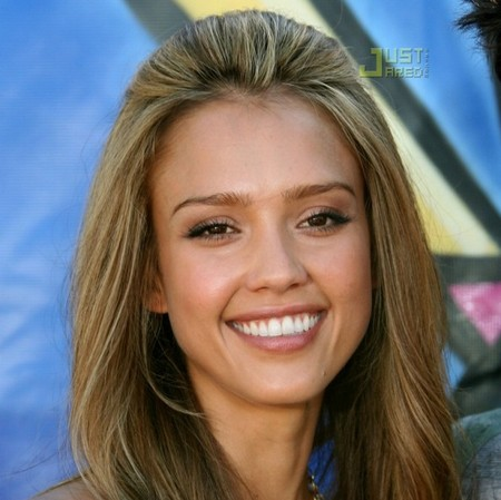 Jessica Alba casual red carpet