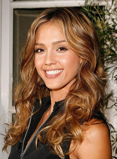 Jessica Alba's all smiles