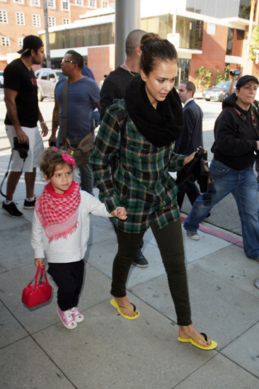 Jessica Alba and her daughter leave a nail salon