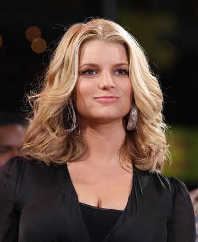 Jessica Simpson's Shoulder-Length Curls