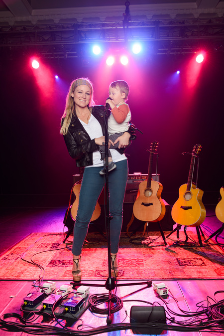Being a mom is Jewel's favorite job