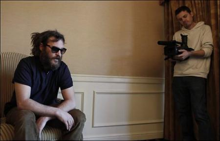 Casey Affleck films Joaquin Phoenix for documentary