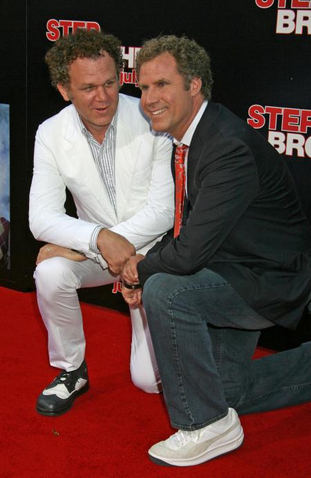 John C. Reilly and Will Ferrell kneeling at the Step Brothers premiere