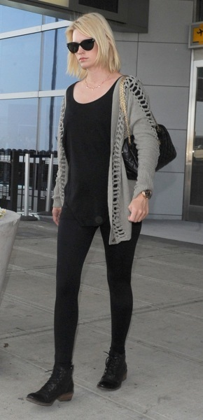 January Jones&#039;s traveling style