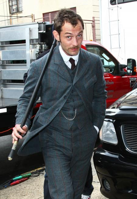 Jude Law plays Watson in the Sherlock Holmes movie