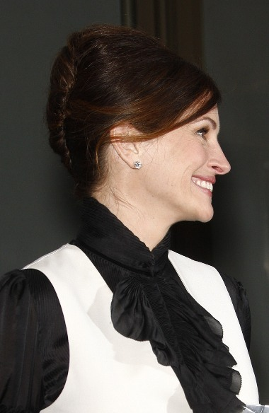 Julia Roberts&#039; Classic French Twist