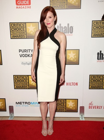 Julianne Moore looks sleek and sexy on the red carpet