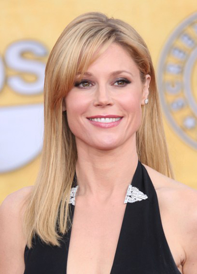 Julie Bowen's straight hairstyle with bangs