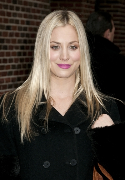 Kaley Cuoco's straight, blonde hairstyle