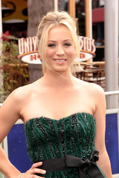 Kaley Cuoco's blonde, ponytail hairstyle