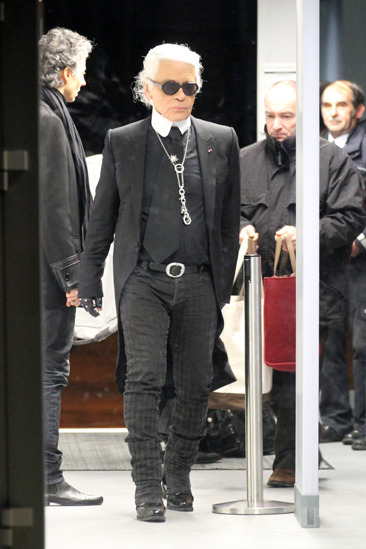 Karl Lagerfeld wears Tom Ford going through airport security