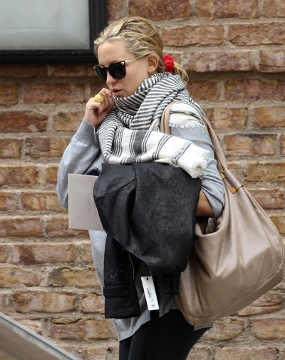 Kate Hudson in striped scarf