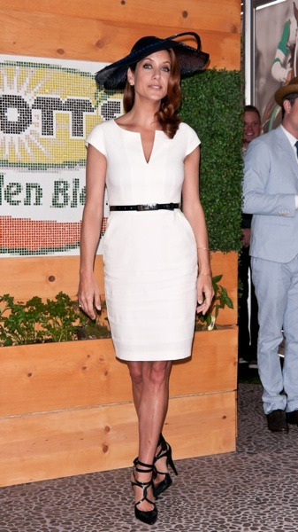 Kate Walsh in a white dress