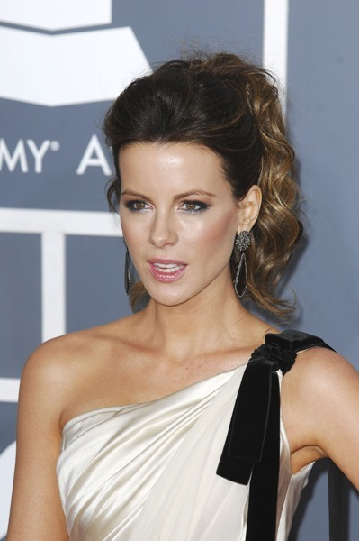 Kate Beckinsale's rocks a ponytail