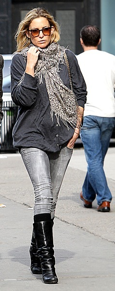 Kate Hudson in a scarf