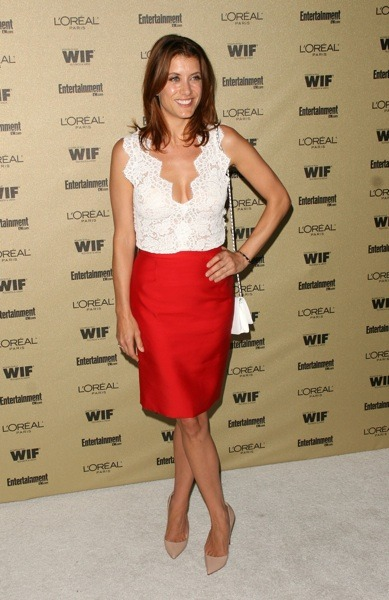 Kate Walsh in pencil skirt