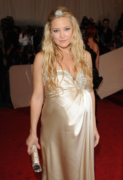 Kate Hudson in gold
