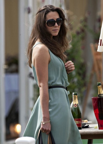 Kate Middleton - Oversized Sunglasses