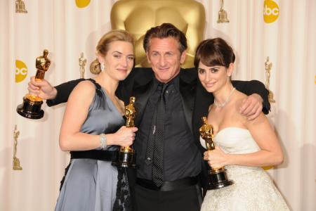Kate Winslet, Sean Penn and Penelope Cruz at the 2009 Oscars