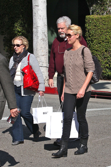 Katherine Heigl shops with her parents