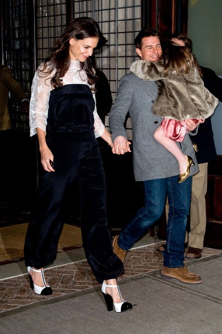 Katie Holmes & Tom Cruise with Suri