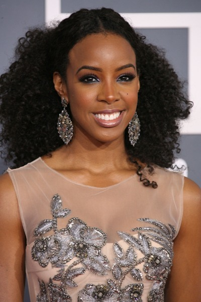 Kelly Rowland&#039;s playful curls
