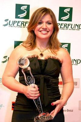 Clarkson wins at the 2009 Women's World Awards