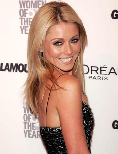 Kelly Ripa's over-the-shoulder smile