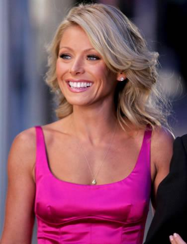 Kelly Ripa pretty in pink