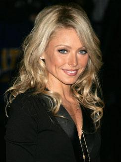 Kelly Ripa sports curls