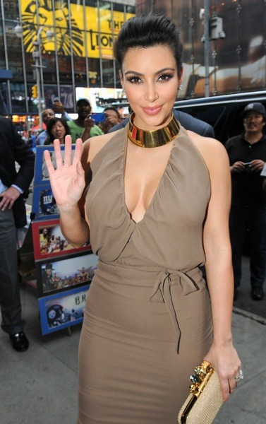 Kim Kardashian in gold choker