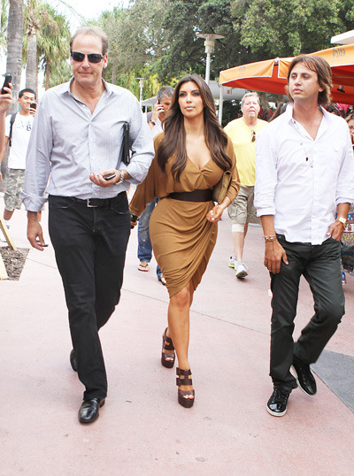 Kim Kardashian and Jonathan Cheban check out real estate