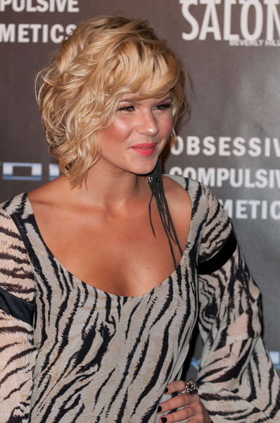 Kimberly Caldwell's wavy, bob hairstyle
