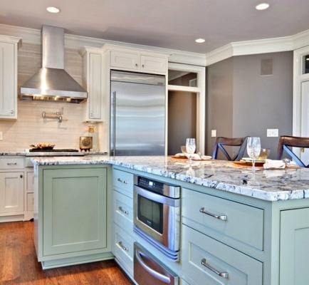 A no-noise, turquoise kitchen