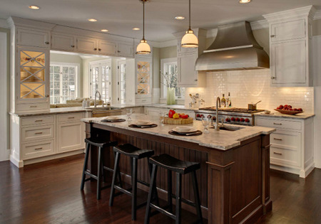 Classic contrast 12 timeless kitchens for Classic timeless kitchen designs