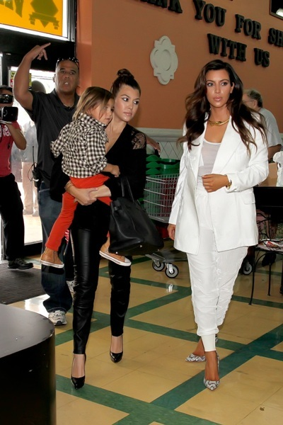 Kourtney, Mason, and Kim take a trip to the grocery store