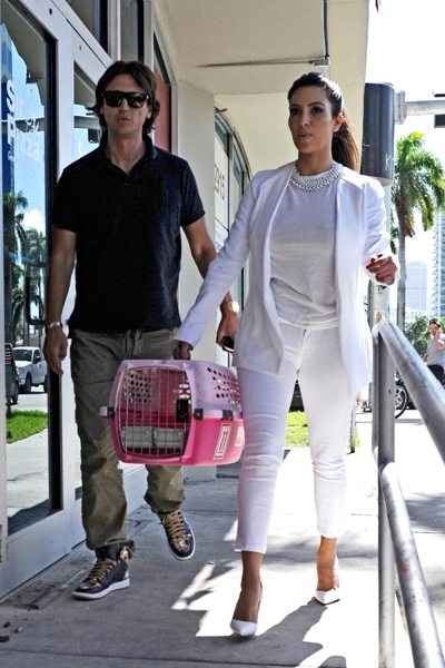 Kim takes her kitten out in Miami