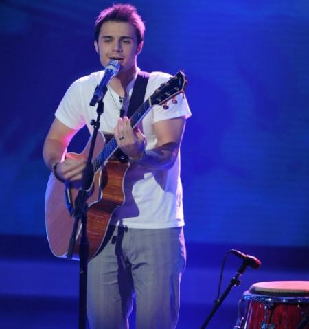 American Idol contestant Kris Allen in top seven