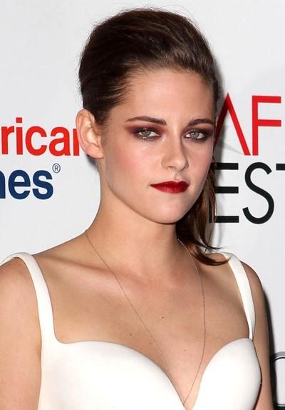 Kristen Stewart burgundy makeup