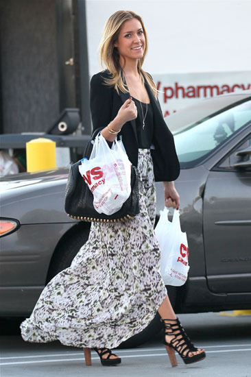 Kristin Cavallari makes a CVS run