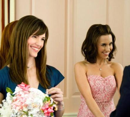 Lacey Chabert and Jennifer Garner in Ghosts of Girlfriends Past.