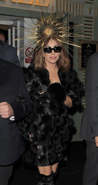 Lady Gaga killer accessories