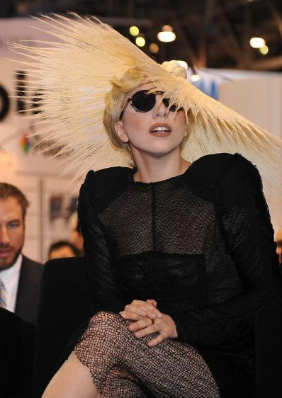 The hat of Lady Gaga