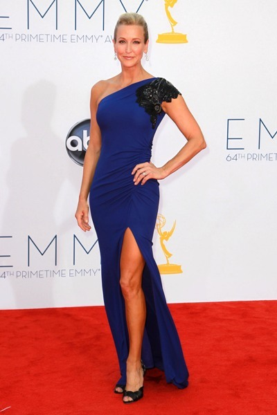 Lara Spencer shows some leg at the Emmys.