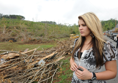 Lauren Alaina Touched by Tragedy