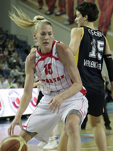 Lauren Jackson Plays for Spartak