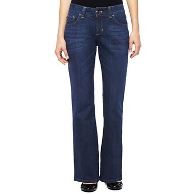 I prefer to have my pants and jeans look like they fit me at the end the day, the way they did at the beginning of the day. Unfortunately, I didn't get that from these Lees Perfect Fit, Straight-leg jeans.