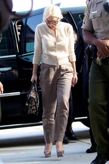 Lindsay Lohan leaves court in good spirits